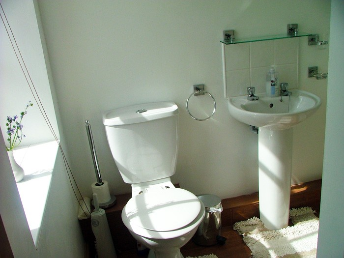 3._Guest_Room_1_-_Ensuite_Bathroom