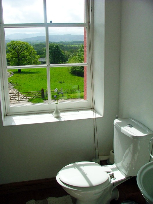 4._Guest_Room_1_-_Loo_with_a_view