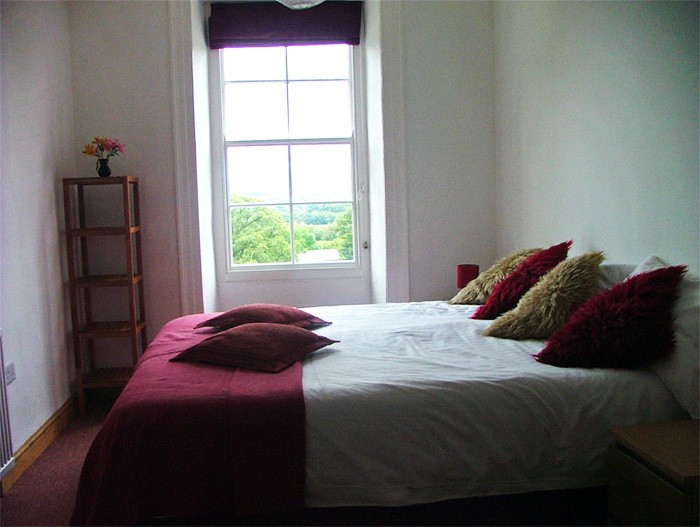 1. cottage suite - double room with super kingsize bed or twin
